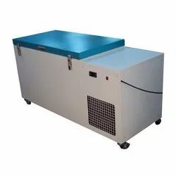 Low Temperature Freezers and Cabinets