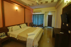Deluxe AC Room Rental Services