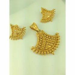 Women's Gold Pendant Set