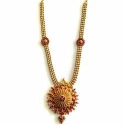 Golden Base Ladies Artificial Necklace