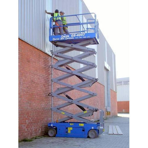 45ft Moving Electric Scissor Lift, Capacity: 0-0.3 ton