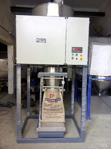 Bag Packing Machine - Besan Atta Packing Machine Manufacturer from