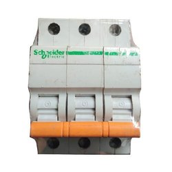 32 Amp No.of Poles: Triple Pole Schneider Electric NBKRA MCB Switch