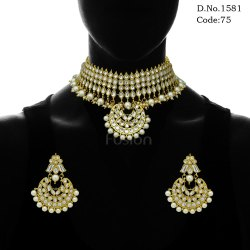 Traditional Kundan Pearl Choker Necklace Set