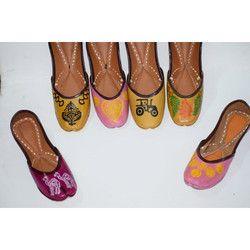 Ladies HandPainted Mojari