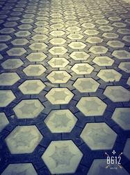 Cement And Concrete Yellow And Black Press Paver Block, Shape: Hexagon