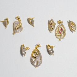 Women Gold Small Pendant Set