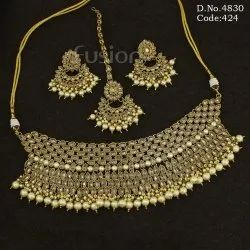 Mehandi Polish Pearl Choker Necklace Set