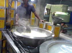 Steam Heated Rossgulla Packing Table