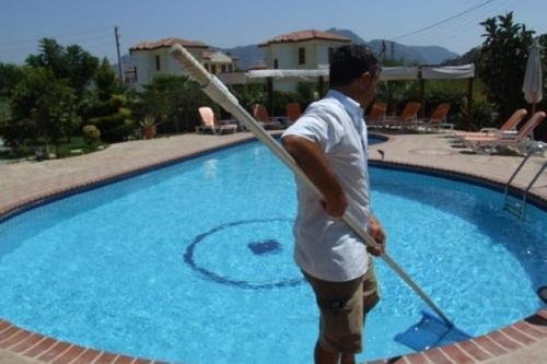 Swimming Pool Equipments , Cleaning And Maintenance Services ...