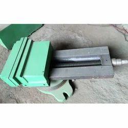 Sagar Green Milling Machine Vice, Size: 8-10 Inch, Base Type: Swivel