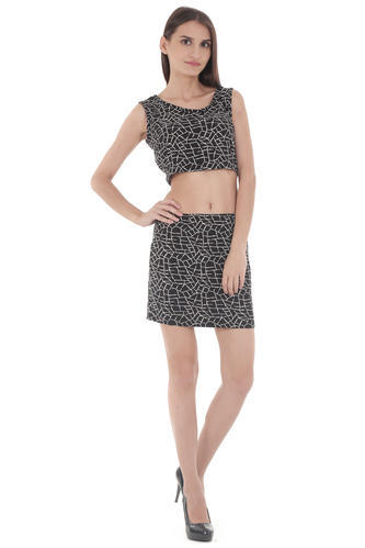deb843d9874b9 Short Black And White Crop Top With Mini Skirt