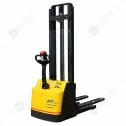 1000 Kg Electric Stacker