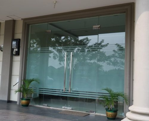 Transparent Saint Gobain Toughened Door Glass Rs 160 Square Feet Arrzon Glaz World Id 11016852788