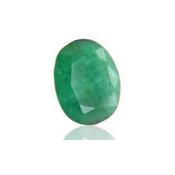 Natural Emerald Green gemstone Panna 7.25 Ratti