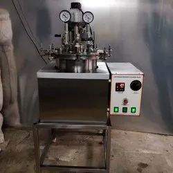 Grease Kettle With Stirring System Under Vacuum