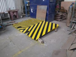 Portable Ramp for Container Loading and Unloading