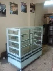 Pastry Counter With Straight Glass