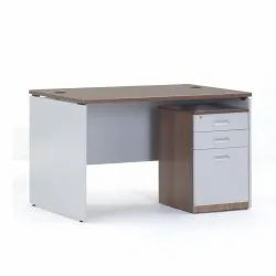 Particleboard Rectangular Office Wooden Drawer Table, Size: 4x2 Feet, No. Of Drawers: 3