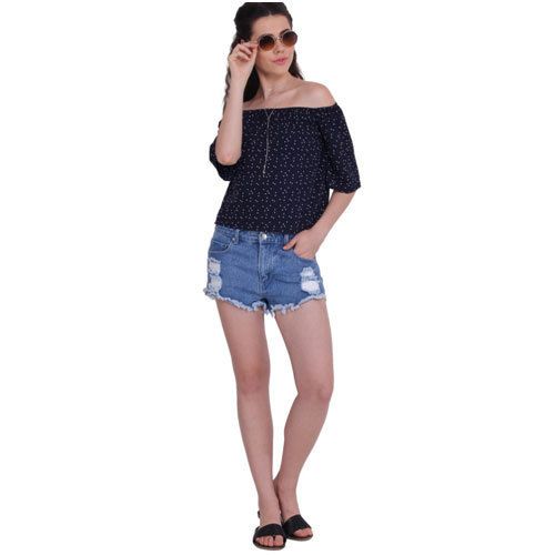 ee6308b8c46e61 Ladies Short Jeans And Black Top