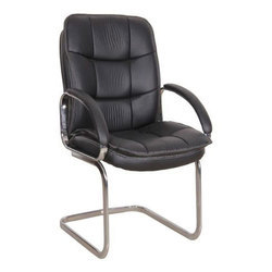 Black Leather Medium Back Visitor Chair, Weight: 9 kg
