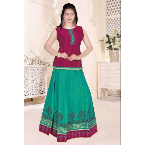 f5ab870f1d Printed Sleeveless Girls South Indian Pattu Pavadai Skirt Top, Packaging  Type: Pp Bag