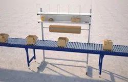 Box Handling Conveyor With Work Table