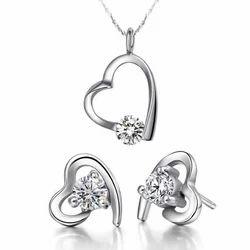 Sheetal Impex Vs/ Fg Color Round Diamonds Stud 14kt White Gold Diamond Pendant Set With Earring