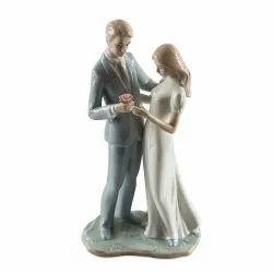 Ceramic White Couple Home Decor Showpiece, Packaging Type: Cardboard Box