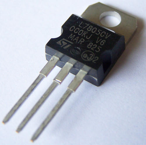 lm7805-voltage-regulator-ic-dip-500x500.