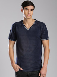 Cotton Casual V-Neck Plain T Shirt, Size: Large And Extra Large