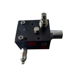 FLOW DIVIDER VALVE FOR ROCK BREAKER