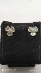 Nver Gold And Diamonds Diamond 3 Leaf Earring, Weight: 8.00
