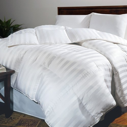 White Double Bed Hotel Fiber Quilt Size 90 X 90 Inch Rs 925