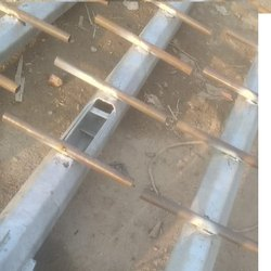 Dual-Arm silver Octagonal Pole With Ladder, For Highway
