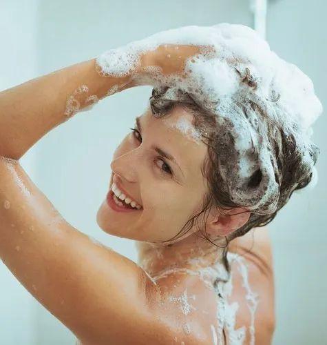 Pranje kose šamponom