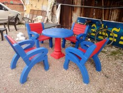Round Table With 4 Bench