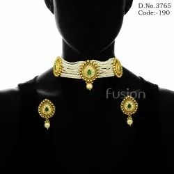 Kundan Pearl Choker Necklace Set