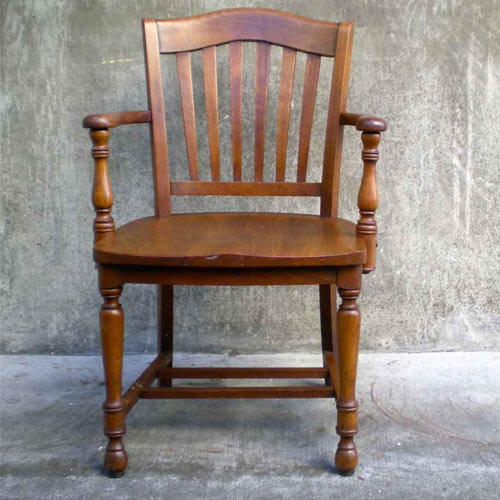 Merveilleux Antique Wooden Chair