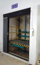 MERRIT INDUSTRIAL HYDRAULIC GOODS LIFT