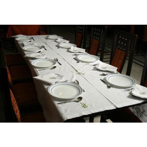 White Cotton Tablecloth With Napkins