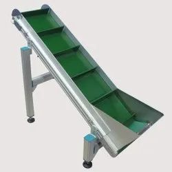Inclined Cleated Conveyor Belt System
