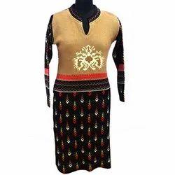 Regular Full Sleeve Ladies Embroidered Woolen Kurti, Size: M-L