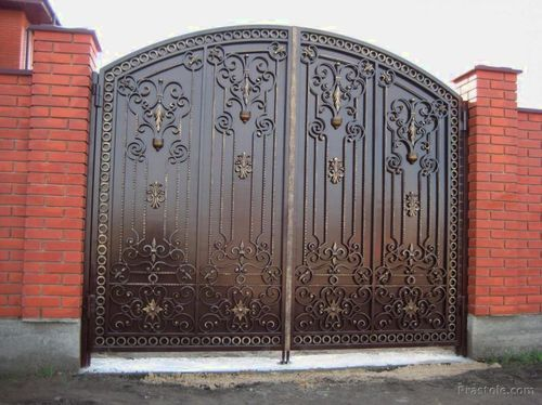 House Iron Gates लोहे का गेट K C Steel Industries