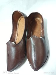 Genuine Leather Plain Juttis