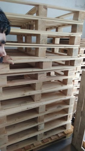 Squre Square Pine Wood Pallets, For Packaging, Capacity: 1- 1.5 Ton