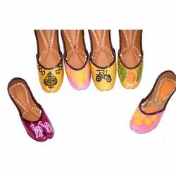 Ladies Hand Painted Mojari