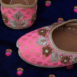 Fancy Pink Punjabi Jutti