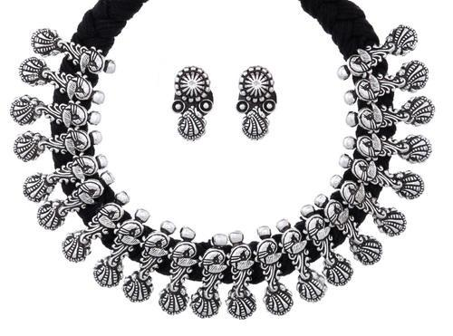 bfba7bb6d0 Oxidized Silver Plated Metal & Thread Fashion Jewellery at Rs 567 ...