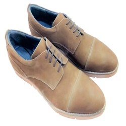 831c9025ea7 LG Black and tan Casual Shoes